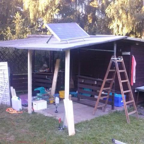 Überdachung für Photovoltaikelement und Freisitz von aussen