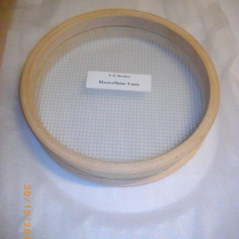 Bullauge mit klassischer Kantenausbildung mit Masterschine Glas