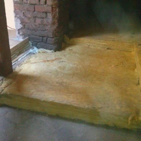 Einbau der ersten und zweiten Lage der nicht begehbaren Dachbodenfläche