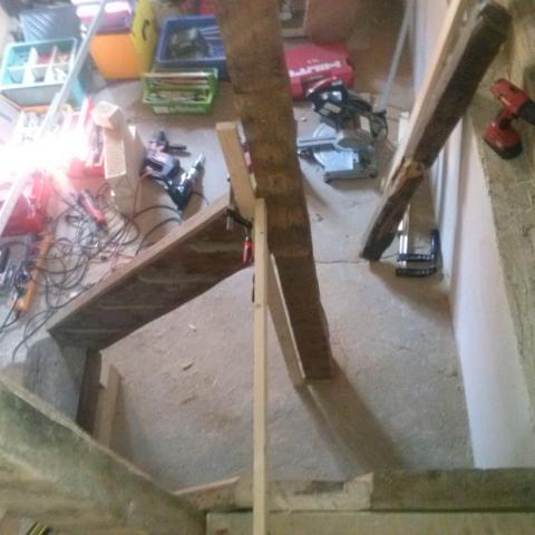 Herstellen der erforderlichen Pfosten und Treppenteile aus alt