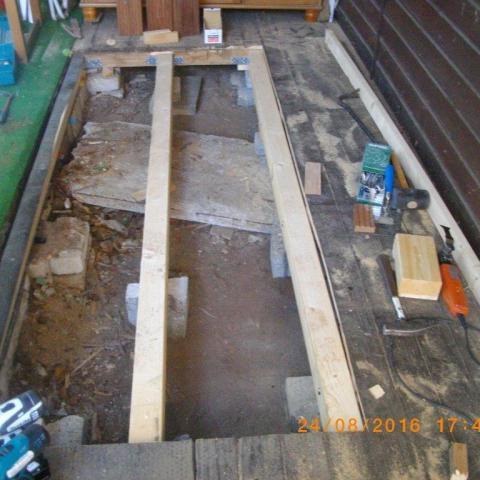 neue Unterkonstruktion für verfaulten Boden