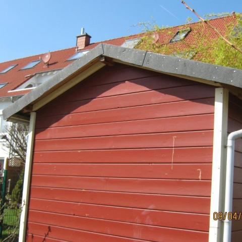 Gartenhaus neu eingedeckt mit abgedeckten Ortgängen