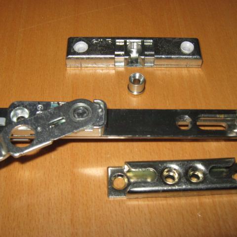 Fehlbedienungssperre, Schnäpper (Türhalter bei geöffnetem Türgriff) und Sicherheitsschließblech für Holzfenster