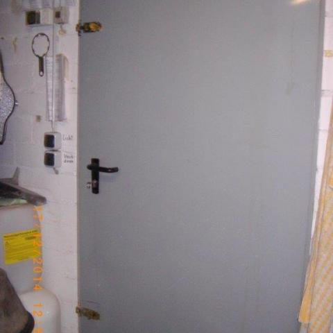 T30 Tür zu gemeinschaftlichem Keller gegen Öffnen zusätzlich gesichert