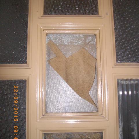 Kontaktfenster in Wohnungseingangstürelement einfachverglast