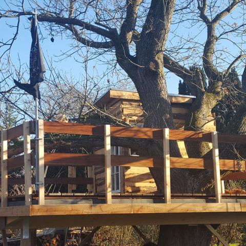 Baumhaus mit Terrassenfläche ca. 25 qm