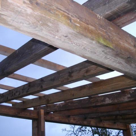 Carport aus altem Bauholz