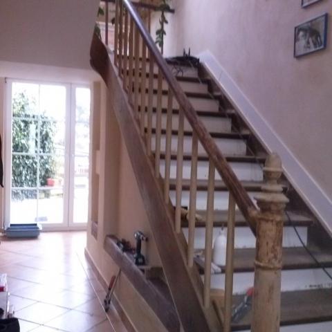 Historische Treppe über 150 Jahre alt wieder mit Handlauf + Antrittspfosten