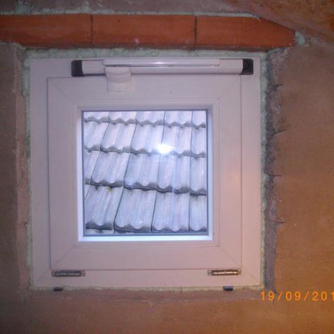 Oberlicht mit elektrischem Motor zum Bedienen in ca. 5m Höhe