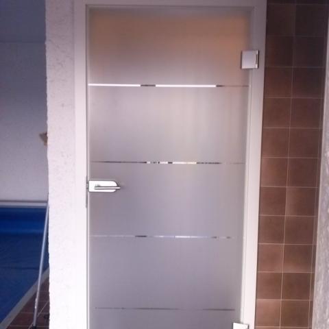 Glastür in Zimmertürzarge mit mattiertem Motiv