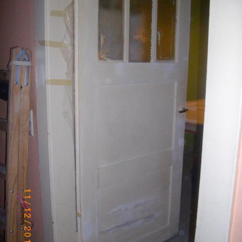 Tür nach Gewaltanwendung teilweise Füllungen und Glas erneuert