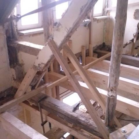 Herstellung kraftschlüssiger Anschlüsse als Provisorium bis Neubau Dach