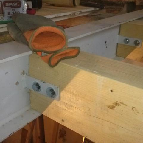 Anschluss neue Stichbalken an Stahlträger in Deckenebene