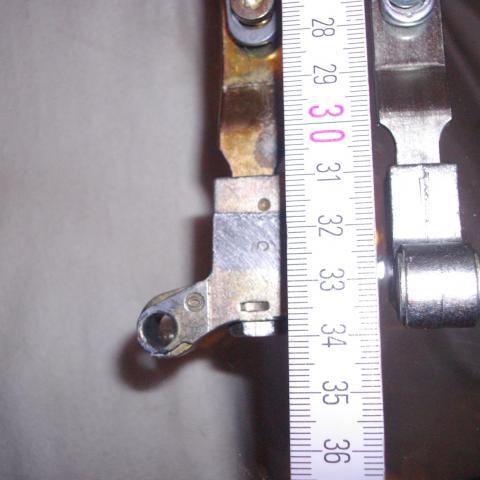 abgenutztes Scherenteil, mit neume Ersatzteil, zum auswechseln vor Ort.