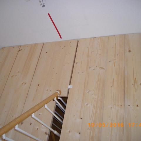 Falt-/Klapp-/Einlegeboden für Regalbedienung im Treppenhaus ganz oben