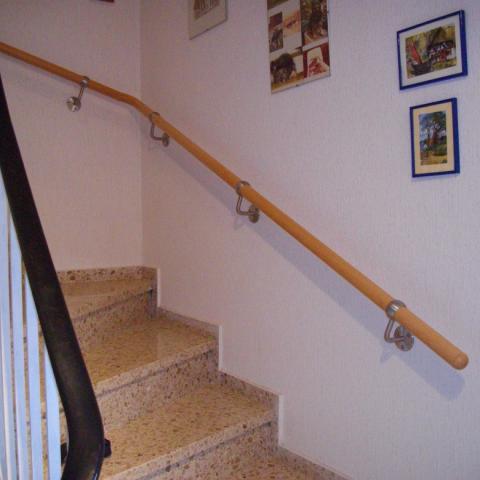stabiler Wandhandlauf (geriatrisch), mit umfassenden Wandhaltern