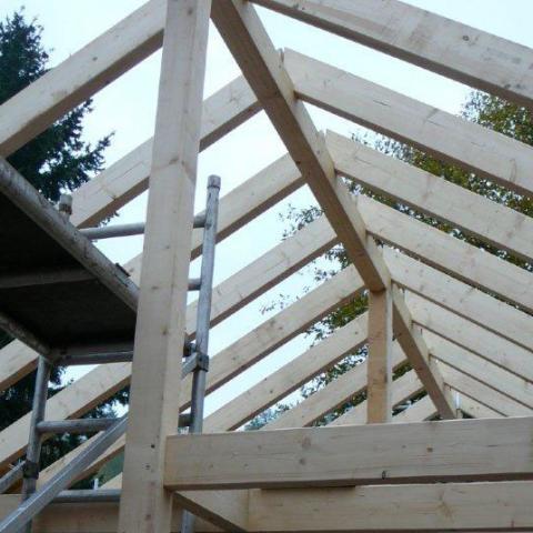 Holzbau Satteldach mit Deckenbalkenlage in KVH nsi