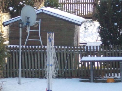 neue Bedachung gleich mit neuem Schnee - Alusicherungen der Dachbahn